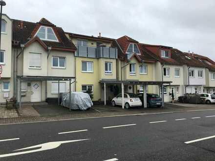 Gepflegtes Niedrigenergiehaus mit Terrasse und Carport in zentraler Wohnlage