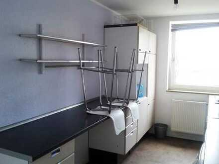 Schöne 3-Zi-Wohnung mit großer Dachterrasse (inkl. Einbauküche)