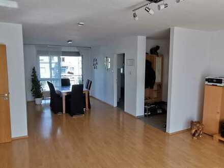 Schöne, helle 4,5-Zimmer-Wohnung mit 2 Balkonen, Stellplatz in Kornwestheim Pattonville zu vermieten