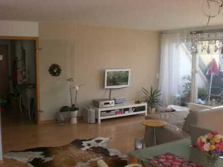 Gepflegte DG-Wohnung mit Balkon und Pkw-Stellplatz