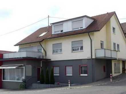 Esslingen-Zell: Zweifamilienhaus mit Gewerbeeinheit mit großem Parkplatz