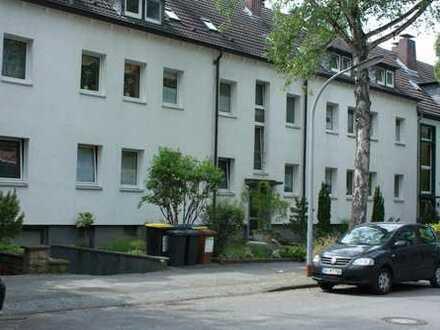 Schöne Dachgeschosswohnung für 1 bis 2 Personen mit Küche,teilmöbliert in zentraler Lage