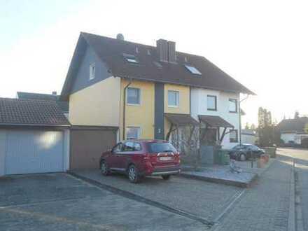 Geräumige Doppelhaushälfte mit Garage in erstklassiger Lage von Leopoldshafen!