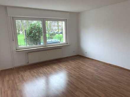 Sehr gepflegte und gut geschnittene 2-Raum Wohnung mit Balkon