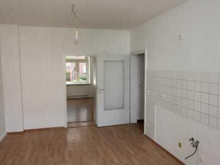 """Gemütliche 4-Raum-Wohnung mit hohen Räumen im Erdgeschoss mit """"Wohnküche"""" (S50R)"""