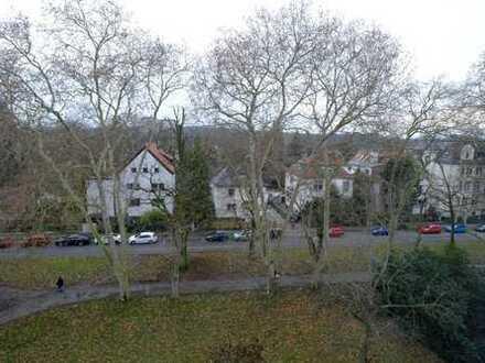 Top Sanierte 3 Zimmer Dachgeschoss Wohnung / Studio