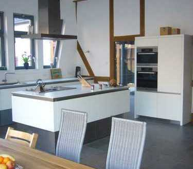 von privat - Fachwerkhaus trifft auf moderne Gestaltung-Einfamilienhaus mit kl.Garten in Wiesbaden