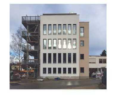 Erstbezug nach Sanierung mit EBK und Balkon: schöne 2-Zimmer-Erdgeschosswohnung in Hilpoltstein