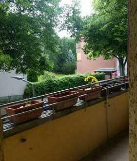Gut geschnittene 4 Zimmer Wohnung mit Balkon in Neukölln-Britz