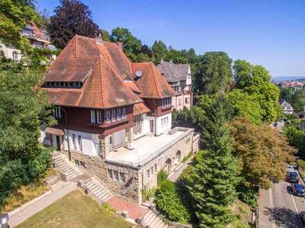 Herrschaftliche Villa mit Altstadtblick