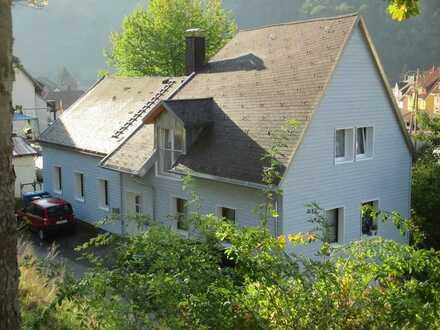 Moderne 5-Zimmer-Maisonette-Wohnung in zentraler Lage