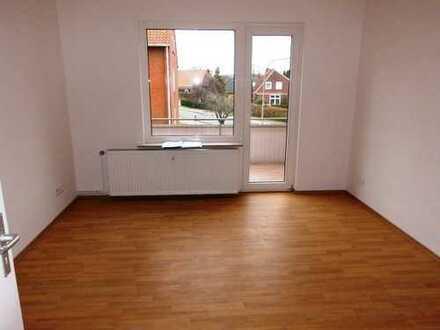Schöner Wohnen in Aurich ! Aufwändig sanierte 3 - Zimmerwohnung mit Balkon !