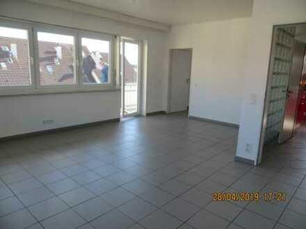Gepflegte 4-Zimmer-Wohnung mit Balkon in Griesheim
