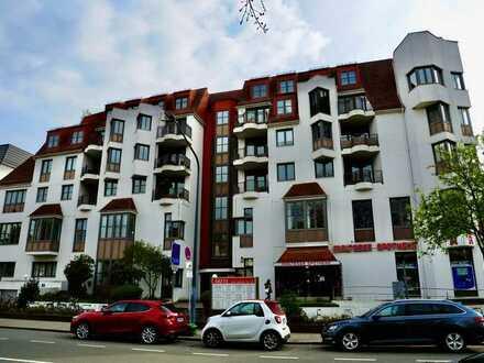 Stilvolle, geräumige und neuwertige 1-Zimmer-Wohnung mit Balkon und Einbauküche in Bremen