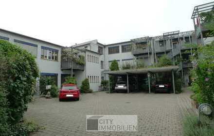 Einzigartige Loft-Wohnung mit gehobener Ausstattung, Balkon, EBK und Carport im begrünten Innenhof