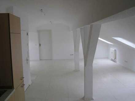 Sehr schöne, helle 2-Zi DG-Studio-Wohnung mit EBK in Fürth-Lörzenbach