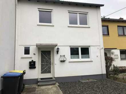 Vollständig renoviertes 5-Zimmer-Reihenhaus mit Einbauküche in Langenlonsheim, Langenlonsheim