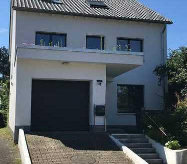 Großzügiges Einfamilienhaus auf herrlichem Gartengrundstück in ruhiger Lage von Köln-Langel