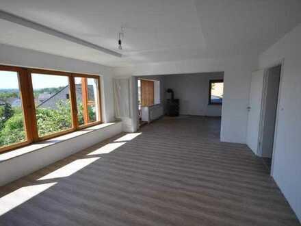Volkertshausen: komplett renovierte 3,5 Zimmer ETW mit Terrasse + Schwedenofen - frei ab sofort