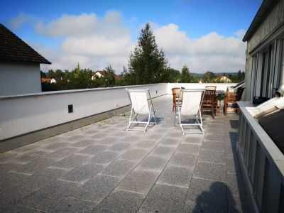 Neuwertige 4-Zimmer-Penthouse-Wohnung mit Balkon in Jettingen-Scheppach