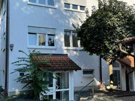 Vollständig renoviertes 11-Zimmer-Haus mit Einbauküche in Oststadt, Karlsruhe