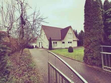 Freistehendes Traumhaus auf großem Grundstück, mit Garage, Sauna und Kaminofen