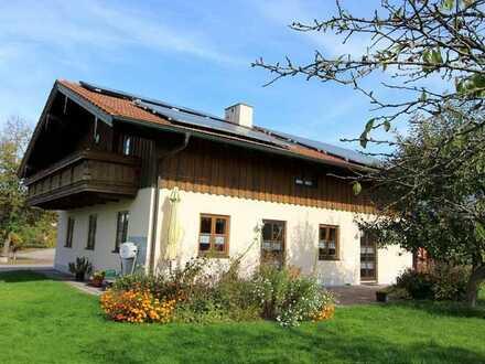 Großes Einfamilienhaus in Ortsrandlage mit Weitblick - derzeit in zwei Wohnungen aufgeteilt