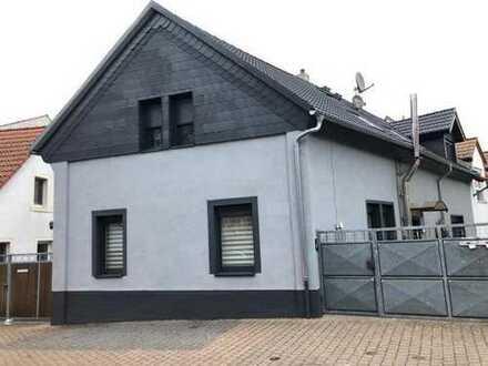 Gepflegtes und modernisiertes Zweifamilienhaus, ruhige Seitenstraße