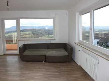 Traumaussicht: 4-Zimmer Wohnung mit Balkon und Einbauküche in Altenriet