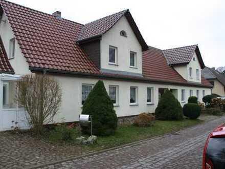 Schönes Haus für Gartenliebhaber mit vier Zimmern in Ostvorpommern (Kreis), Behrenhoff