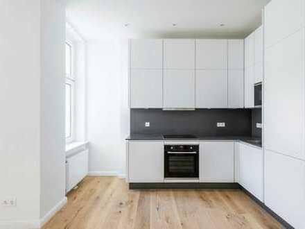 umfassend modernisierte Maisonette-Wohnung mit Einbauküche, Gäste WC und Parkett