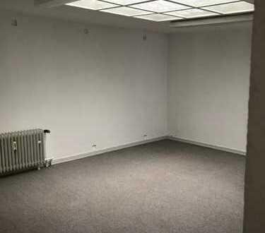 Ruhiges Büro mit eigenem Eingang und Duschbad