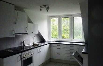 2 Zimmer Dachgeschosswohnung im Einzelhaus, Hamburg Jenfeld/Tonndorf
