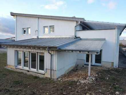 Wohnhaus mit Halle und Werkstatt (gewerblich zu nutzen)