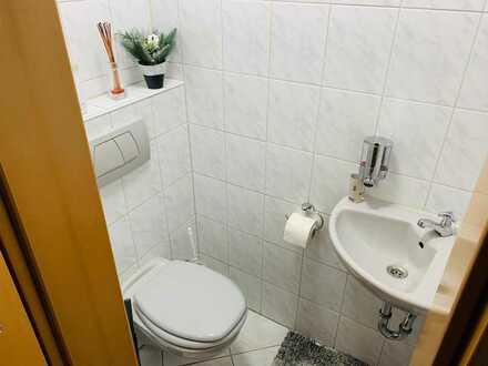 Sehr schöne und geräumige 3 Zi. Wohnung mit sep. WC, Einbauküche und Abstellraum