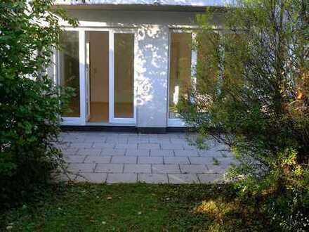 Stilvolle, geräumige 1-Zimmer-EG-Wohnung mit Terrasse und EBK in Berg am Laim, München