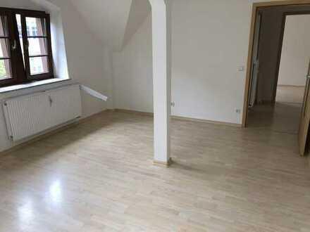 Wohnen im DG / Sonniger Balkon an der Küche + Laminat + Bad mit Fenster