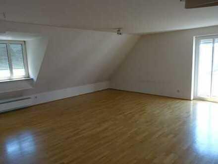 Stilvolle 3,5-Zimmer-Maisonette-Wohnung mit Balkon und EBK in Regensburg