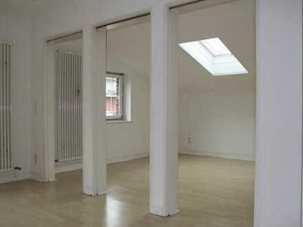 Schöne 3-Zimmer-Dachgeschosswohnung mit Balkon in Darmstadt, Martinsviertel