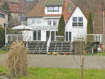 Außergewöhnliches und stilvolles Haus direkt an der Donau gelegen!
