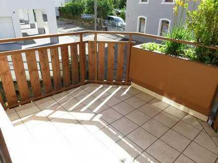 Gut geschnittene 3-Zimmer-Wohnung mit Balkon im Hochparterre