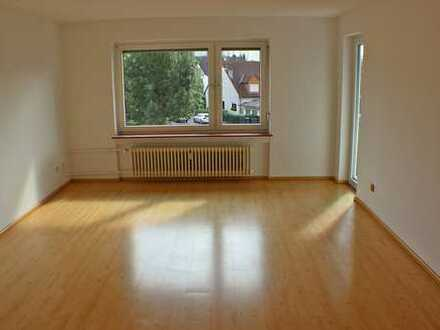 ***Gemütliche helle 3 Zimmer Wohnung mit Balkon sucht neuen Mieter***