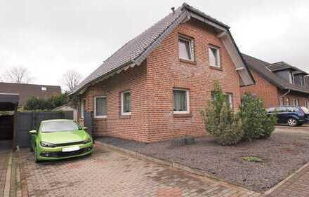 Freistehendes Einfamilienhaus mit Garage und Garten