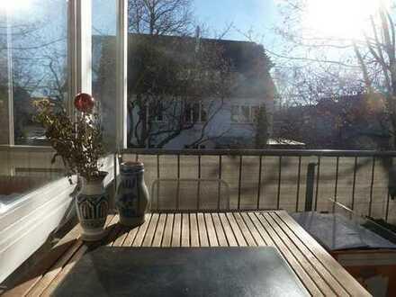 Helle, gepflegte 2,5-Zimmerwohnung mit Balkon und Stellplatz