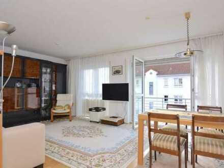 Geschmackvolle Wohnung mit drei Zimmern sowie Balkon und Einbauküche in Offenbach am Main