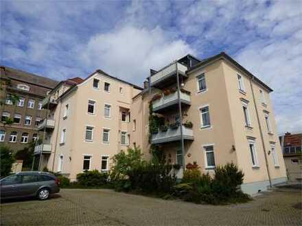 Vermietete 2-Zimmer-Dachwohnung mit sichtbaren Holzbalken