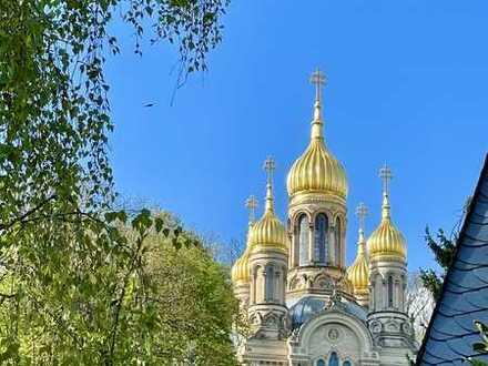 TOPLAGE NEROBERG! Tolle 5-Zi.-Wohnung, offener Kamin, Balkon und Blick auf die Russische Kapelle!