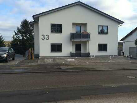 Neuwertige 4-Zimmer-Wohnung mit Balkon und EBK in Hackenheim