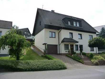 Ab Juli in Biesfeld: Schöne, helle Wohnung an kinderloses Paar mit geregeltem Einkommen
