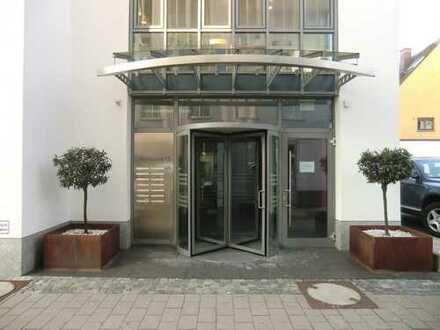 Ansprechende helle Büroräume in zentraler Lage zu vermieten